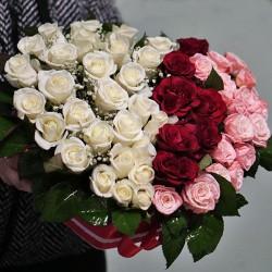 Серце із троянд у коробці