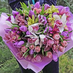 A large bouquet of orchids 'Luxury'