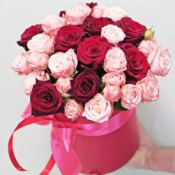 A bouquet of roses in a hat box