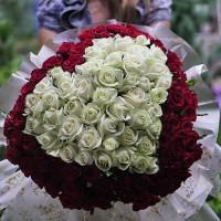 101 троянда у вигляді серця