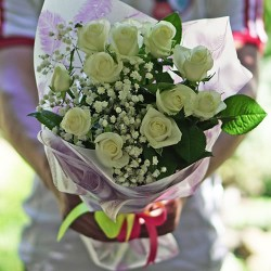 Bouquet of 11 white roses decorated