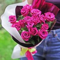 Букет 15 малинових троянд